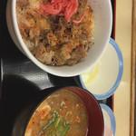 松屋 - 牛めし大盛 390円 豚汁生卵セット 230円