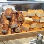 小谷流ベーカリー&カフェ - おかわり自由のパン