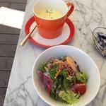 小谷流ベーカリー&カフェ - ヘルシーセットのスープとビーフシチューのサラダ