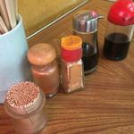 ふくみや食堂 - 卓上の調味料
