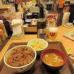 すき家 - 瓶ビール+牛丼並サラダセット2017.05.07