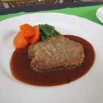 レストランポンム - お肉料理はミンチカツレツ。