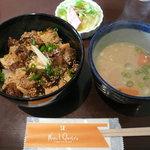 ヌーベル クアトロ - とろとろ煮込み筋肉丼(750円)
