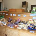 横山の芋けんぴ直売所 - 色々なものが売っていました。