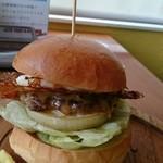 ハロー ハンバーガー - てりやきチーズバーガー&目玉焼トッピング。