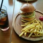 ハロー ハンバーガー - てりやきチーズバーガー(目玉焼トッピング)&フレンチフライ&コーラ。