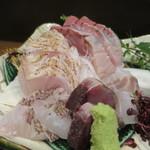 零 - ワラサ、スズキ、鰹のたたき、真鯛の松皮造り、メジナ炙りアップ