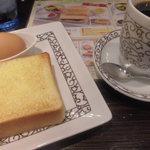 元町珈琲 - パンとゆで卵のAセットは基本の飲み物に込み