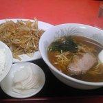 大興飯店 - 豚肉と玉ねぎ炒めとラーメンのセット