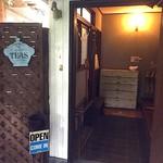 66671574 - 入口、靴を脱いで入るスタイル