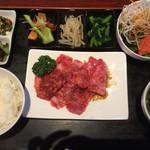 京城苑 - 焼肉和牛カルビ定食   1580円