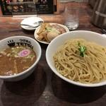 66679770 - 特製つけ麺 1050円+麺大盛100円