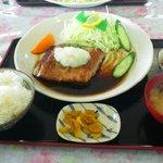 丸魚食堂 - 300グラムのマグロステーキ!!!
