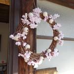 66681883 - 桜の季節なのでお店の飾りも桜のリース♪