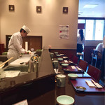 天ぷら ひさご - カウンター席の後ろにテーブル席
