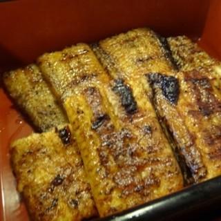 うな善 - 料理写真:◆鰻はタップリ。何匹かの鰻を組み合わせられ、その中で質のいいものが入っているような。