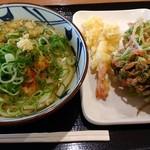 丸亀製麺 - かけうどん、海老天、三つ葉と小エビのかき揚げ