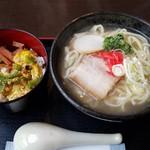 うちなぁー泡盛館 - 沖縄そばとゴーヤ丼セット(980円)です。