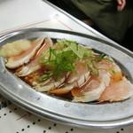 もつ焼き丸昌 - 「鶏刺」290円