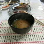 もつ焼き丸昌 - サービスの味噌汁