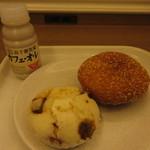 ロイヤルベーカリー - ベーカリーを朝食で利用しました♪