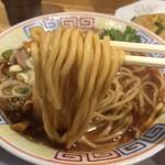 サバ6製麺所 - サバ醤油そば(700円)麺リフト