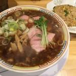 サバ6製麺所 - サバ醤油そばセット半やきめし(900円)