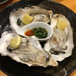 江戸屋 大将 - 生牡蠣3P 600円(+税)