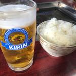 味良ホルモン店 - 生ビール&ご飯(中サイズ)