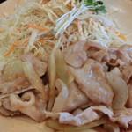 街かど屋 - 豚生姜焼き定食+生玉子。650円+60円