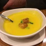 66693463 - 日替わりスープ。ニンニクが利いていて暖まる。