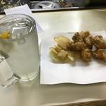 立呑処 大川 - チューハイレモン300円&若鶏唐揚げ280円