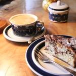 まめすず - 料理写真:ケーキと豆乳チャイ 1090円(税込み)(2017.05)