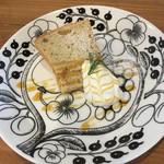 66695922 - デザートのシフォンケーキ。普通においしい。