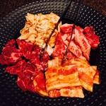 焼肉飯場 円蔵 - カルビ 上シロ ハラミ 豚バラ
