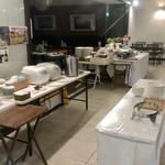 cafe rest montrose - 前日スタンバイ済みのブッフェ台