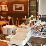 cafe rest montrose - 朝食バイキング(宿泊客\800) ブッフェ台