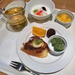 cafe rest montrose - 朝食バイキング(宿泊客\800) デザート盛り付け例