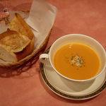 キャトルセゾン - キャトルセゾン @中葛西 ランチ 今日のスープとパン