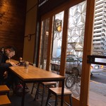 オールプレス エスプレッソ - 相席系のテーブル席