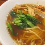 神田らぁめん悠 - スープの色見