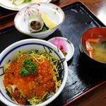 しおさい - いくら丼(\1000税抜き)