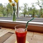 ハチカフェ - はらんなかの雪下にんじんジュース
