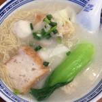 香港麺 新記 - ワンタンつみれ麺(雲呑魚蛋麺) (香港麺)