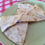 グランド チーフ - チリチーズケサディーヤ! チリミートがダイレクトに味わえる!