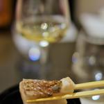 酒亭 茜坂 - 炙られた焦げの香ばしさも、またひと味の演出