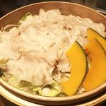 66722785 - 豚肉と野菜のせいろ蒸し~2種類のタレで~