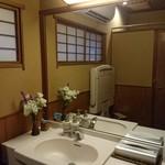 人形町今半 - トイレも 美しく 掃除  も 行き届いてます