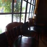 喫茶チロル - 店内もレトロな雰囲気