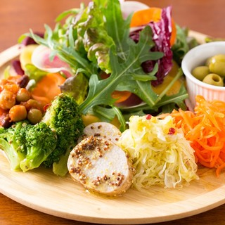 旬野菜が楽しめる「シェフサラダ」